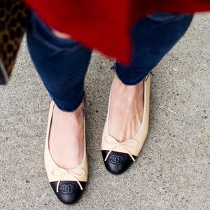 Chanel CC Cap toe flats beige and black